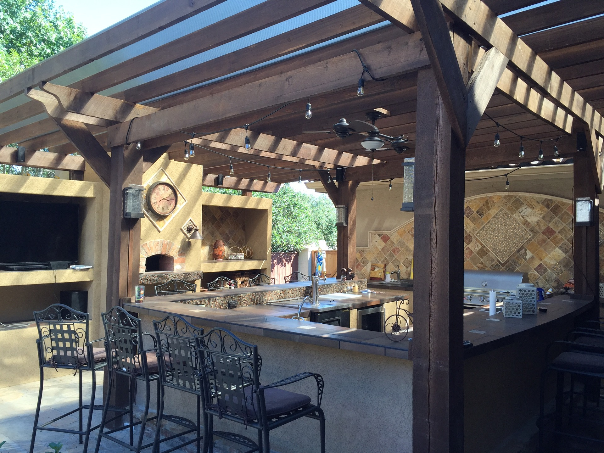 How to cover your outdoor kitchen and use it throughout the year